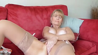 Somebody shared video of his MILF mom spread