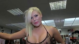 Bleached MILF big tits is sucking so good